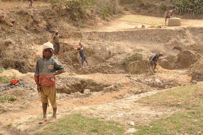 С детства жители Мадагаскара привлечены к работе