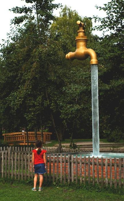 Необычные фонтаны, повисшие в воздухе