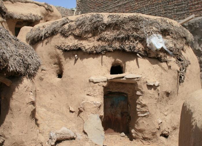 Махуник - иранская деревня гномов.