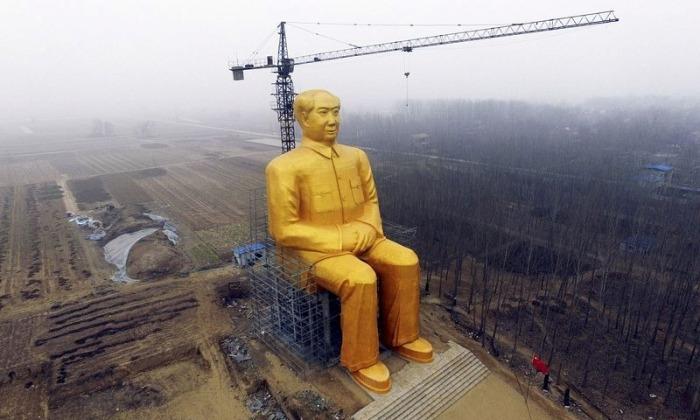Гигантская статуя Мао Цзедуна
