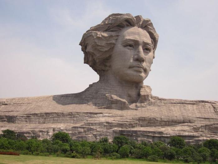 Памятник Мао Цзедуна в молодости