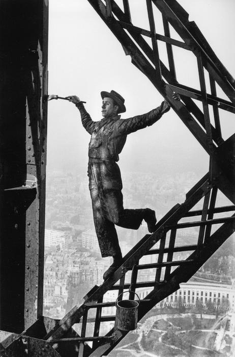 Маляр на Эйфелевой башне, 1953 год
