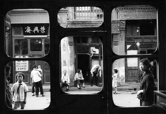 Пекин, 1965. После культурной революции люди безвозмездно отдают драгоценности государству