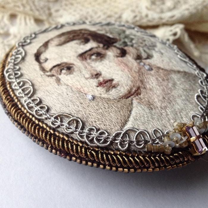 Вышивка девушки с жемчужной сережкой 609