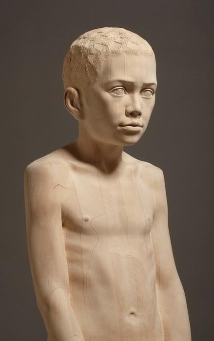 Лучший друг: реалистическая деревянная скульптура от Mario Dilitz