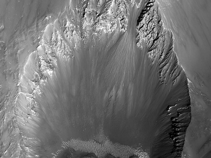 3-километровый ударный кратер на Марсе