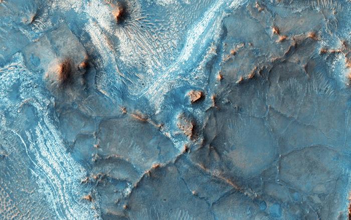Ямы Нили являются одной из самых красочных областей Марса