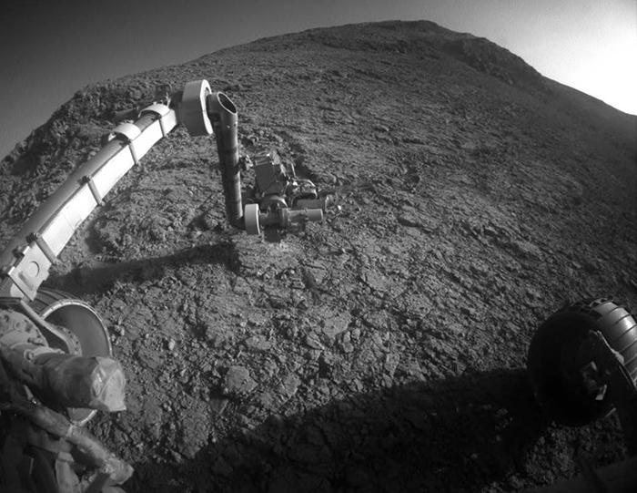 Марсоход исследует планету