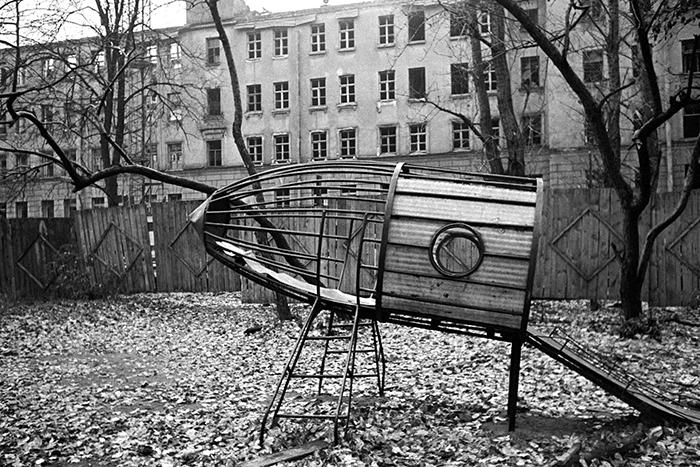 Детская площадка в Ленинграде.