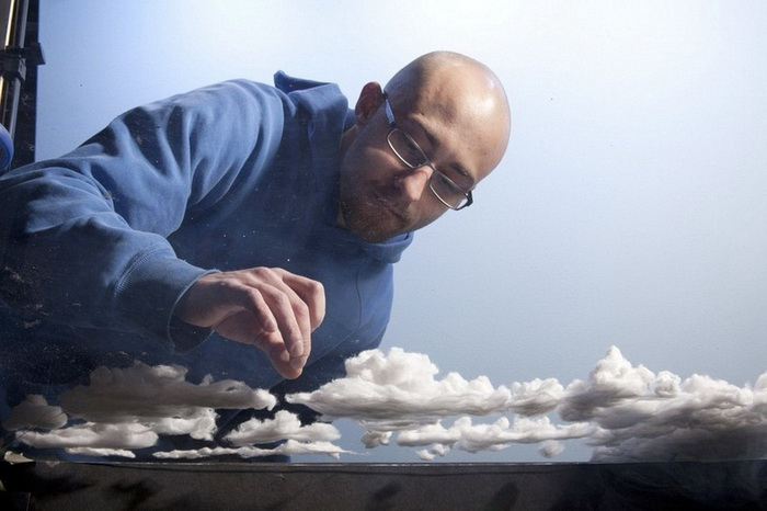 Мэтью Албанезе создает миниатюрные миры из подручных материалов