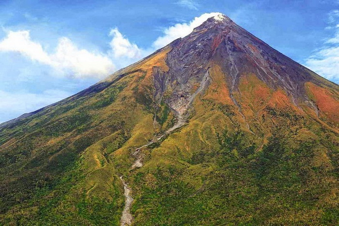 Действующий вулкан Майон