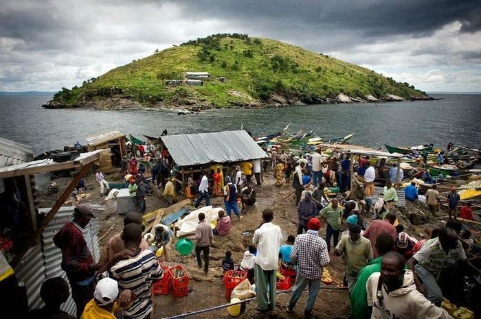 Напротив Мигинго есть еще один незаселенный остров