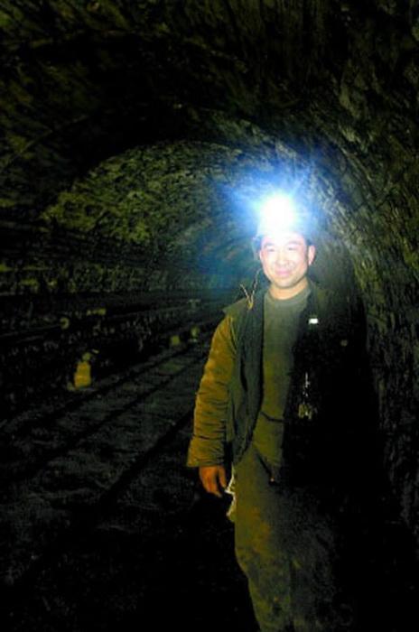 Китайский миллионер работает на шахте, чтобы справиться с пристрастием к азартным играм