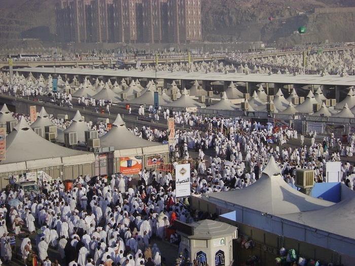 Долину Мина посещают миллионы паломников в дни хаджа