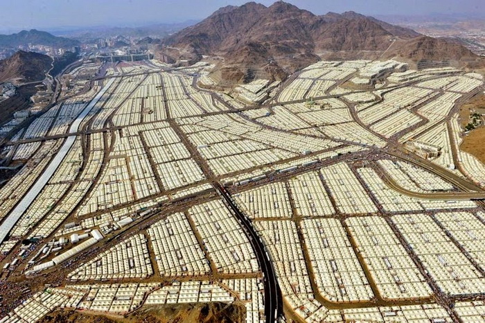 Крупнейший в мире палаточный городок в долине Мина (Саудовская Аравия)