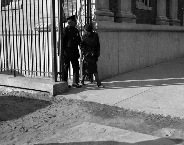 Ни тени раскаяния! Маргарет Кан покидает Риджвудскую тюрьму с улыбкой, 1932 год