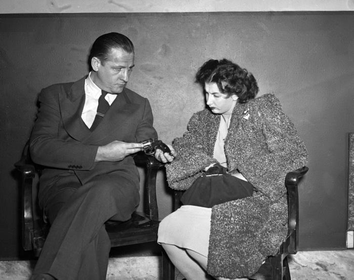 23-летняя Лилиан Станг на допросе, 1947 год