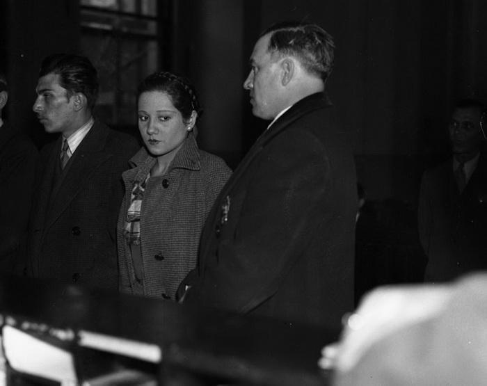 Джеан Хантовер, любовница Джона Зеллера, арестована после очередного бруклинского ограбления, 1935 год