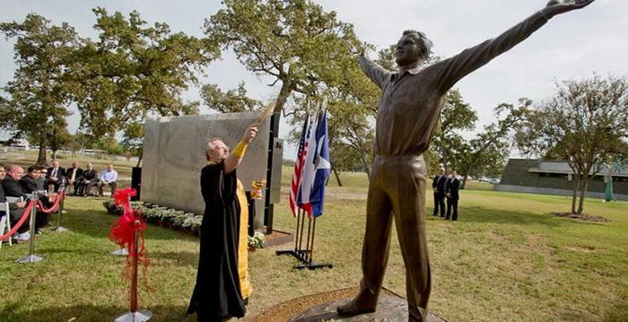 Церемония открытия памятника Юрию Гагарину в Хьюстоне