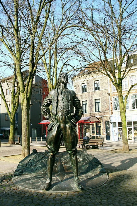 Памятник Петру І в бельгийском Антверпене