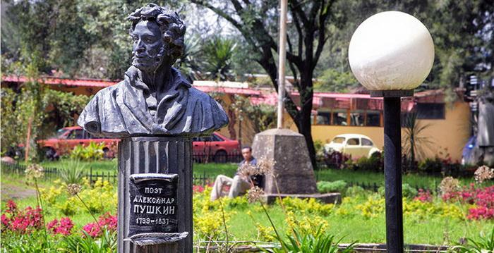Памятник Александру Пушкину в Эфиопии