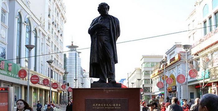 Памятник Александру Пушкину в китайском городе Хэйхэ
