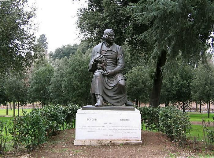 Памятник Николаю Гоголю в Риме