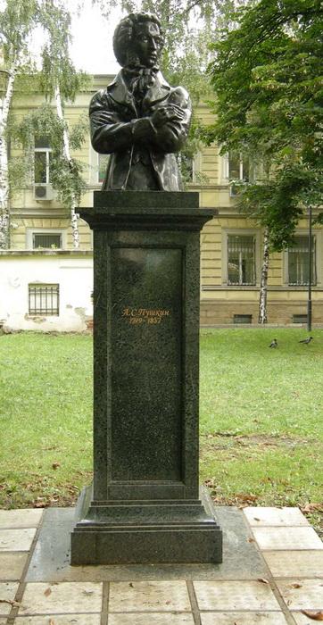 Памятный бюст в Софии (Болгария)