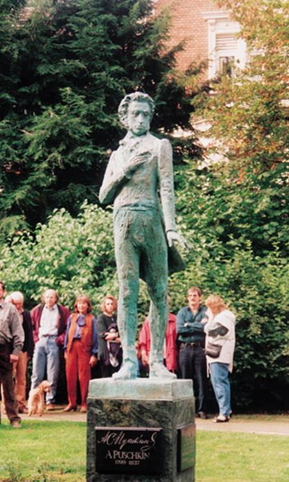 Памятник великому поэту в немецком Хемере