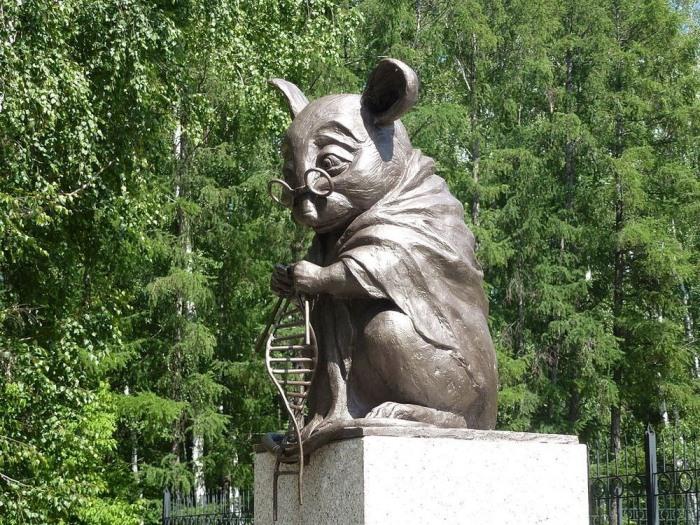 Памятник лабораторной мыши, Новосибирск, Россия.