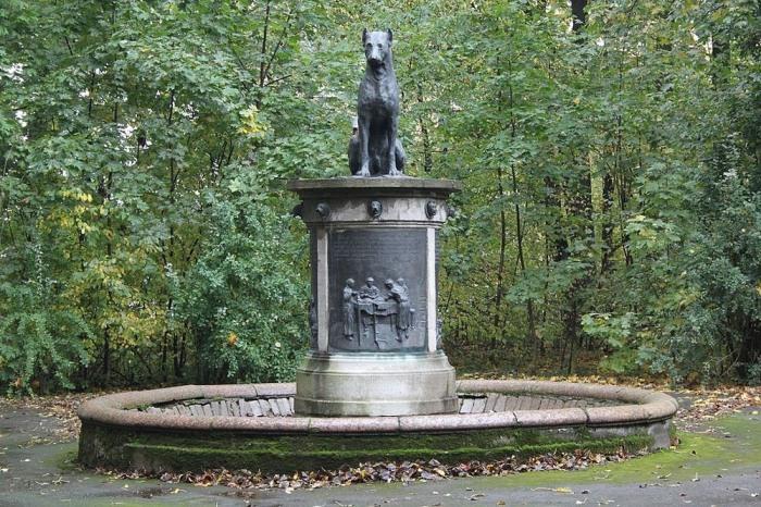 Памятник собаке Ивана Павлова в Санкт-Петербурге.