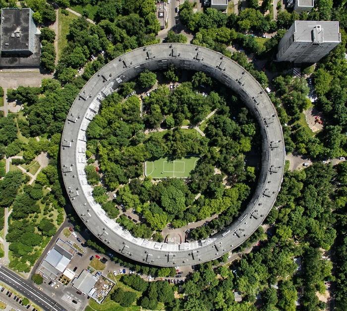 Круглый дом - одна из визитных карточек московской архитектуры.