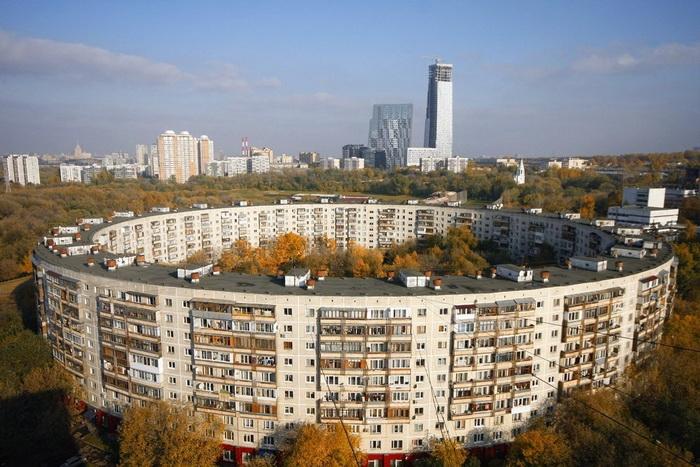 В круглом доме более 900 квартир.
