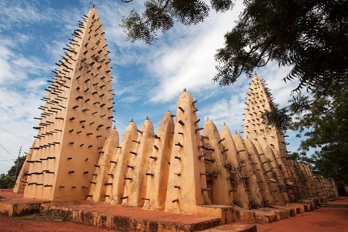 Большая мечеть в Бобо-Диуласо, Буркина-Фасо.