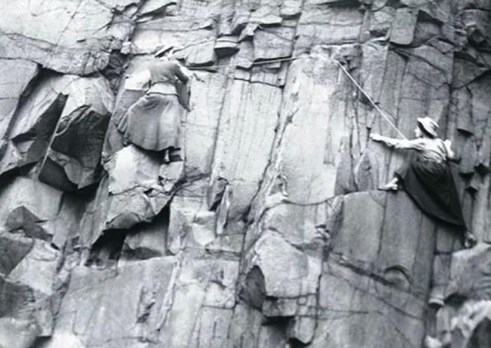 Люси Смит и Паулина Ранкен - альпинистки из Шотландии.