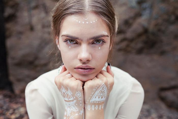 Зимние узоры: белоснежная роспись по телу