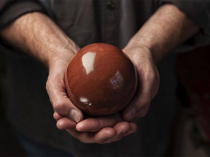 Грязевой шар дороданго отполирован до блеска.