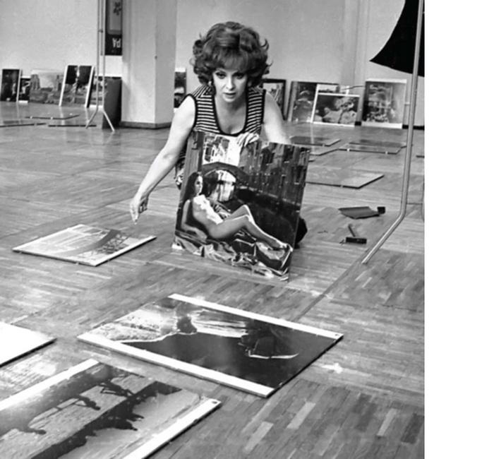 Портрет Джины Лоллобриджиды. 1973 г. Актриса демонстрирует свои фотоработы на VIII Московском кинофестивале