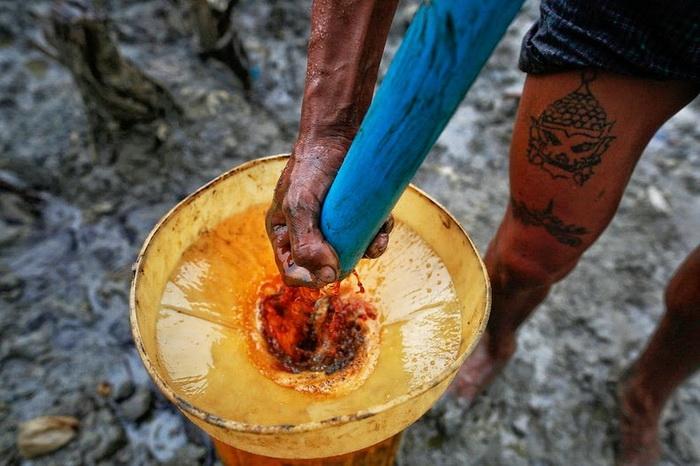 Добыча нефти вручную