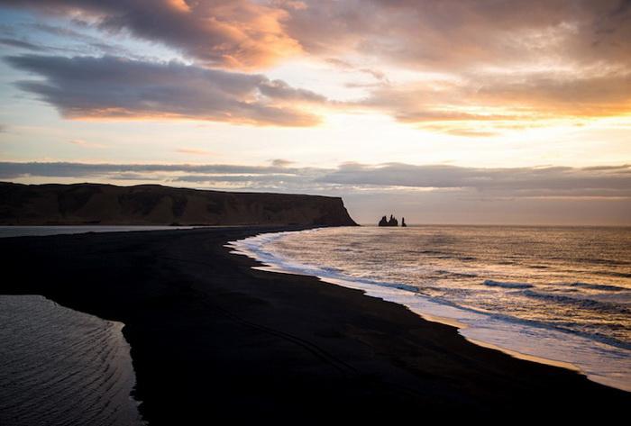 Пляж Вик с черным песком (Исландия)