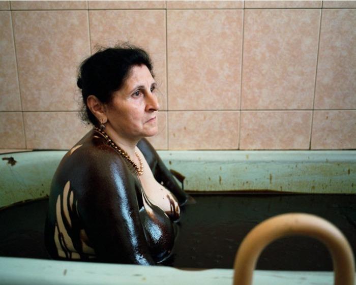Оздоровительные нефтяные ванны в г. Нафталан (Азербайджан)