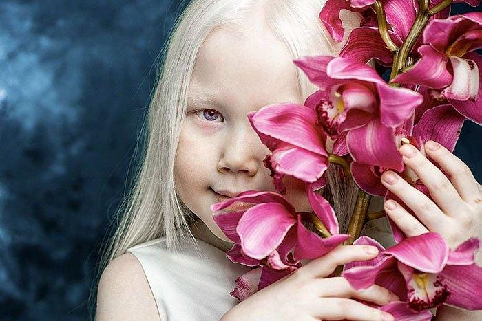 Нарияна фотогенична, но родители не спешат делать из нее профессиональную модель.