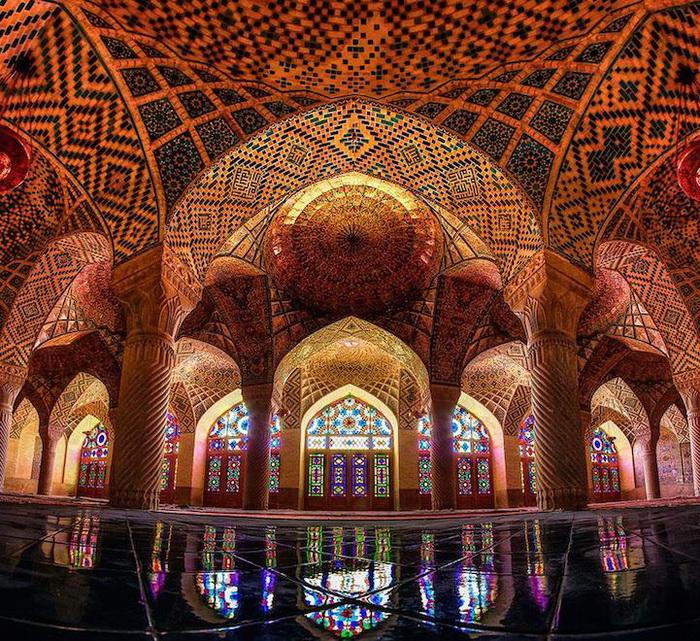 Роскошное убранство мечети Насир аль-Мульк