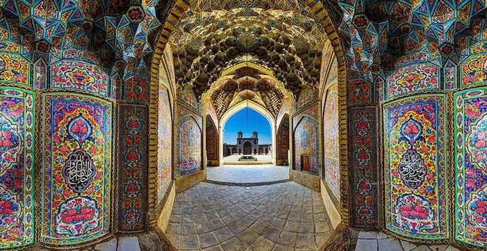 Мозаики на стенах мечети