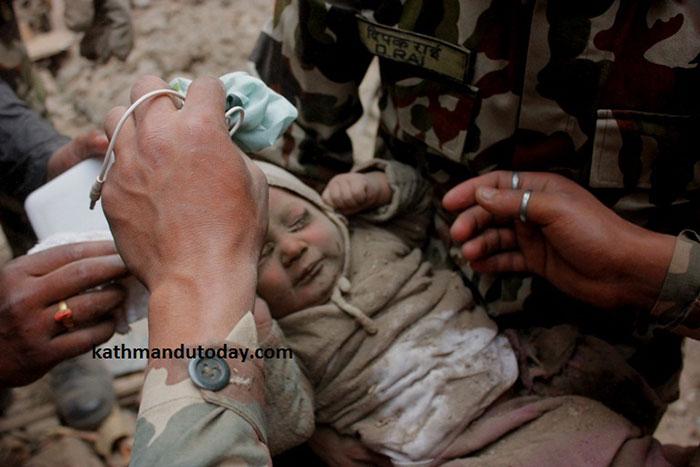 Ребенок, пролежавший 22 часа под завалами, оказался здоров