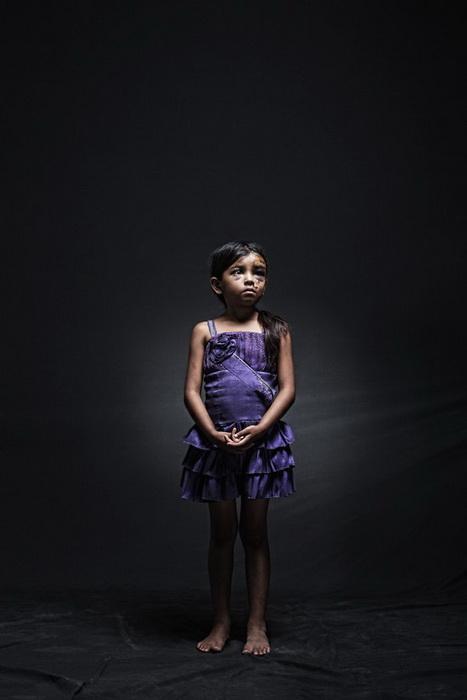 8-летняя Дженифер из Гватемалы незаконно пересекала границу со своей 12-летней сестрой и еще 11 мигрантами. Их грузовик попал в аварию