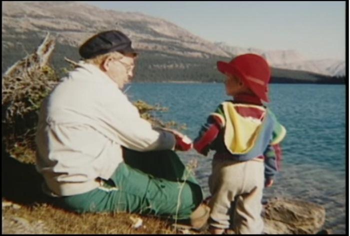 Николас с отцом во время одного из путешествий.
