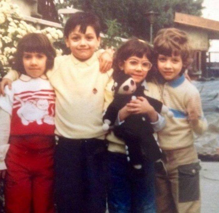 Мальчик, которому было пересажено сердце Николаса. Фото сделано в 1987 году, он в окружении двоюродных братьев и сестер.