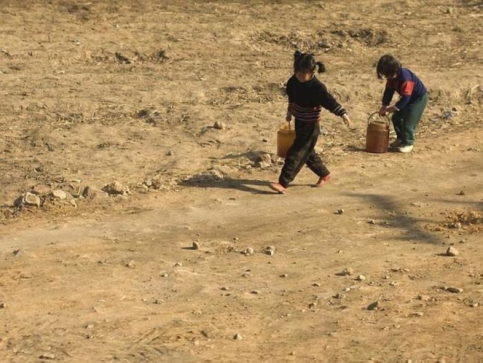 Тяжелый труд детей.