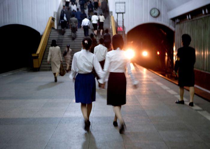 Фотография, сделанная в метро.